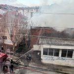 Изгоре куќа во центарот на градот